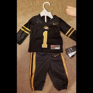 Nike Matching Sets - Nike MU Shirt & Pants set 3-6 months